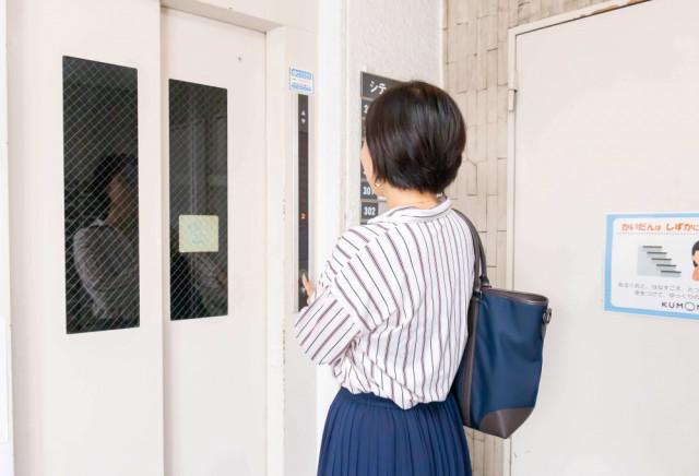 ② エレベーター2F
